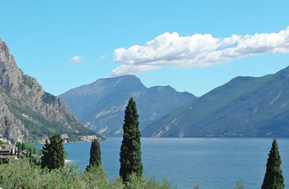Balcony with wonderful view of the lake Garda